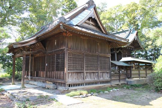 八甫鷲宮神社拝殿と本殿