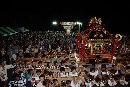 21:08 土師祭 最高潮の神社前のもみあい