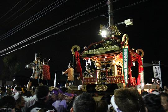 神社に向けて進む千貫神輿