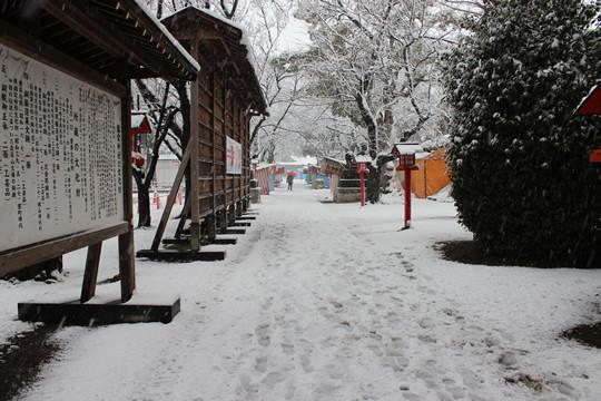 大雪の日の鷲宮神社参道