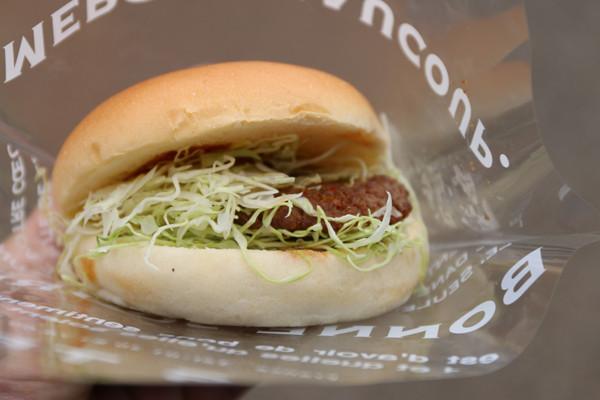 くるみ亭の和牛100%ハンバーガー 鷲宮神社2015年初売り