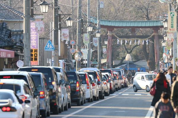 1月4日の鷲宮神社商店街の交通渋滞3