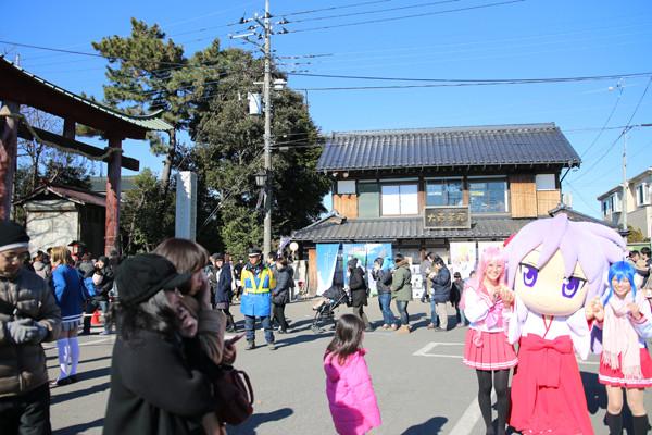 大酉茶屋前のかがみん 鷲宮神社2015年初売り