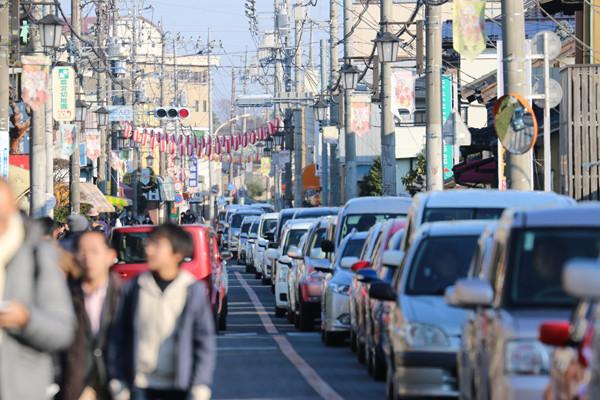 1月4日の鷲宮神社商店街の交通渋滞4