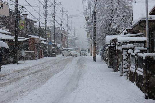 大雪の日の鷲宮神社門前通り