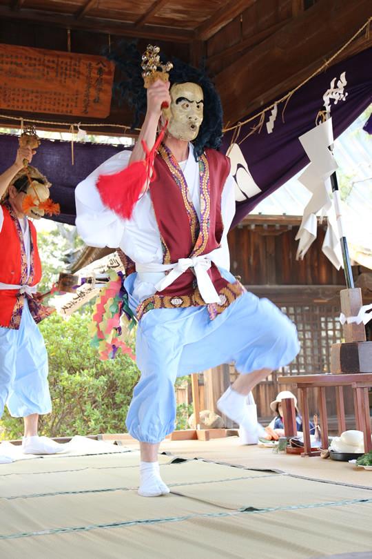 八甫鷲宮神社の神楽「外 天津国津狐之舞 (あまつくにつきつねのまい)」
