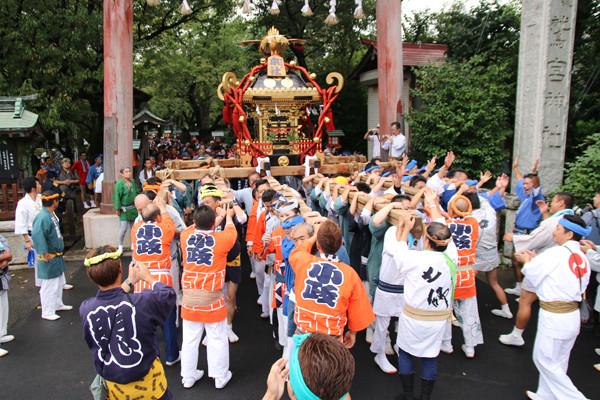 土師祭2014 千貫神輿、神社鳥居前出発