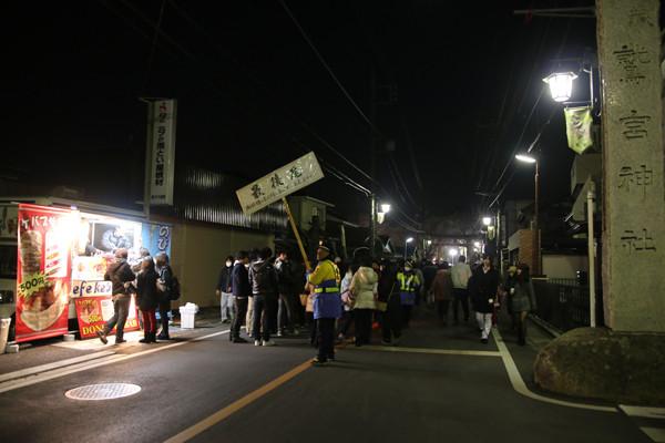 初詣参拝列最後尾 鷲宮神社2015年初売り