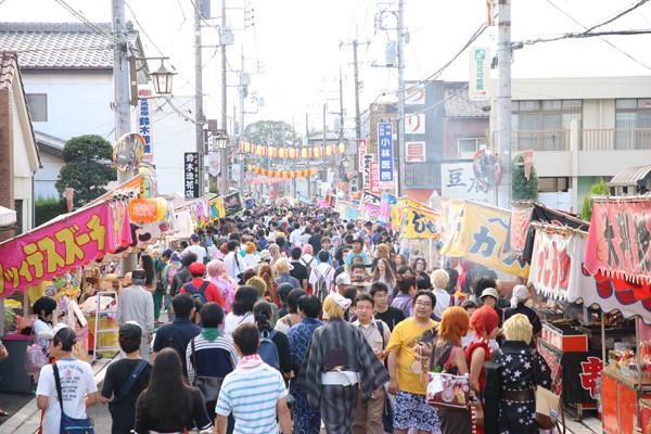 土師祭2014-賑わう鷲宮神社通り商店街
