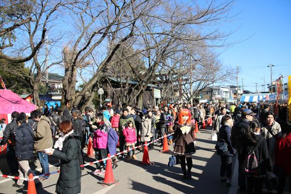 初詣参拝列の様子鷲宮神社2015年初売り