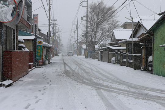 雪の鷲宮神社門前通り