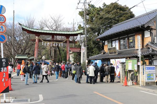 1月2日の鷲宮神社鳥居前 鷲宮神社2015年初売り