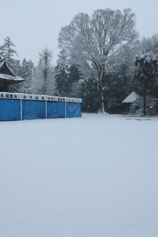 雪の鷲宮神社 境内広場