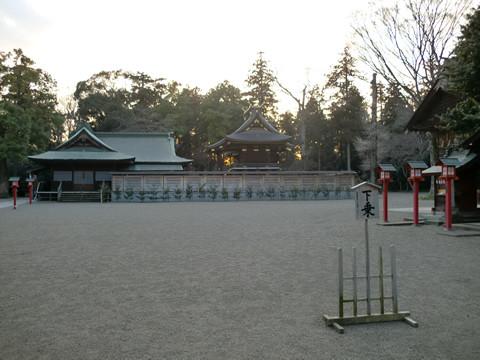 地震後の鷲宮神社本殿