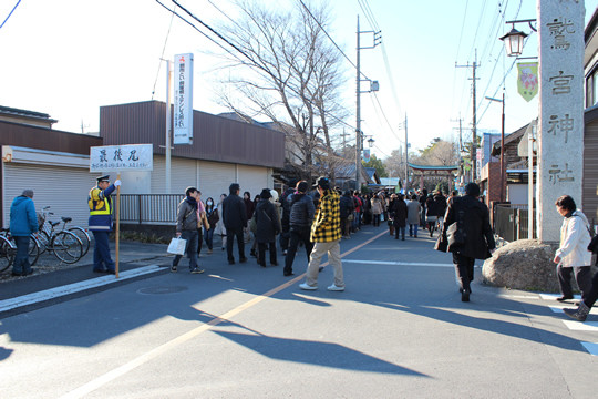 2013年元旦昼過ぎの鷲宮神社参拝列