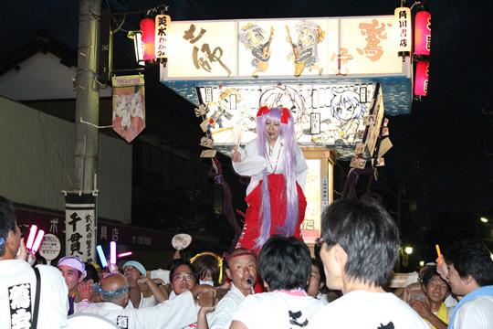「らき☆すた神輿」と「乗り手」と「らき☆すたフラッグ」