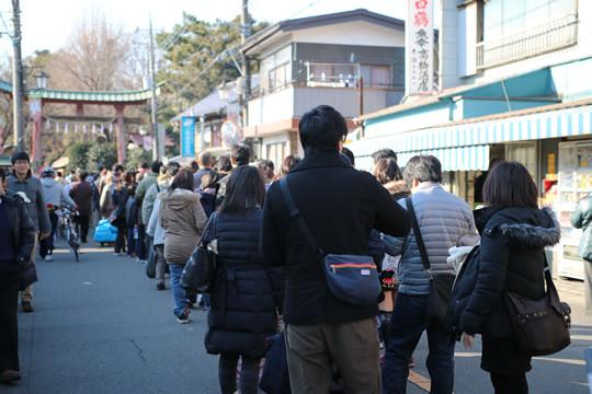2014年元旦の鷲宮神社初詣列4
