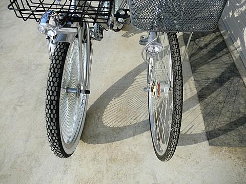 ストロンガーと通常自転車とのタイヤ比較