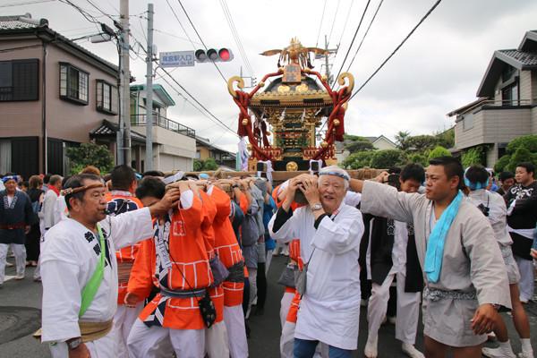 土師祭2014 神輿を担ぐ成田会長