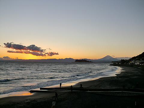 夕日の江ノ島と富士山