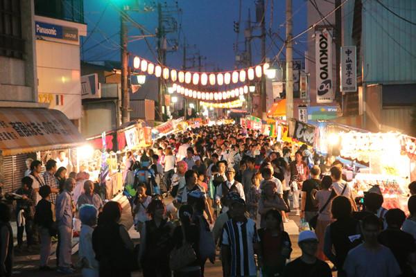 土師祭2014 夜の部開始頃の鷲宮神社通り