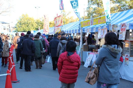 2013年鷲宮神社駐車場初売りブース