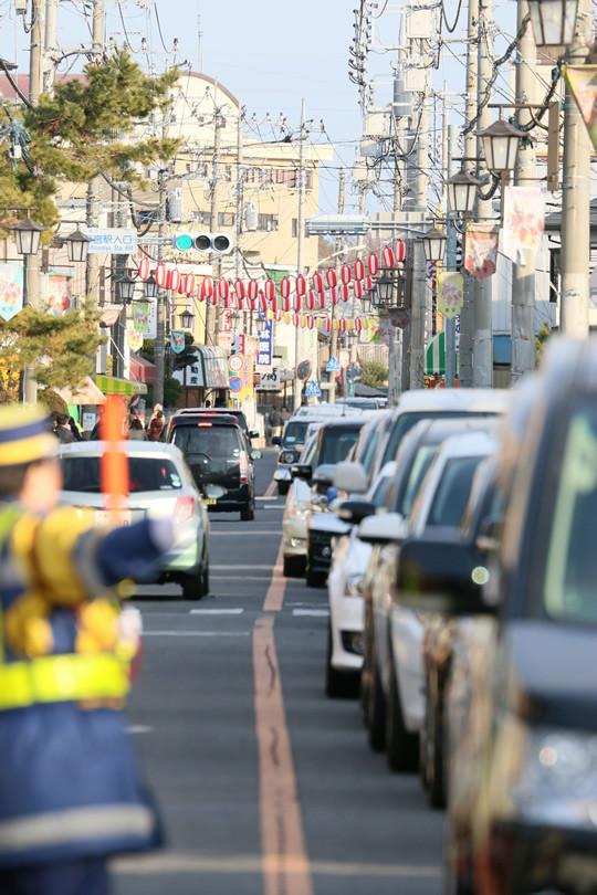 2014年1月日の鷲宮神社門前通りの渋滞列3