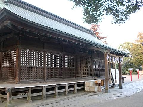 地震後の鷲宮神社拝殿2