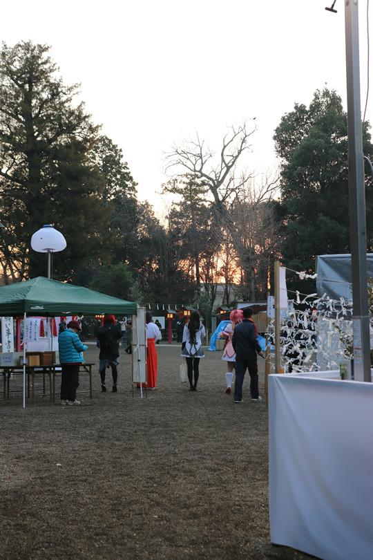 2014年元旦 日の出前の鷲宮神社境内