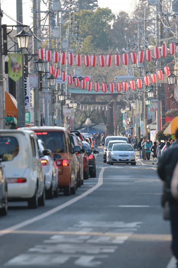 1月4日の鷲宮神社商店街の交通渋滞2