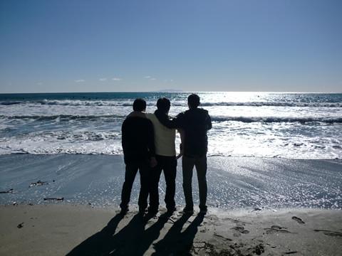 由比ヶ浜に立つ