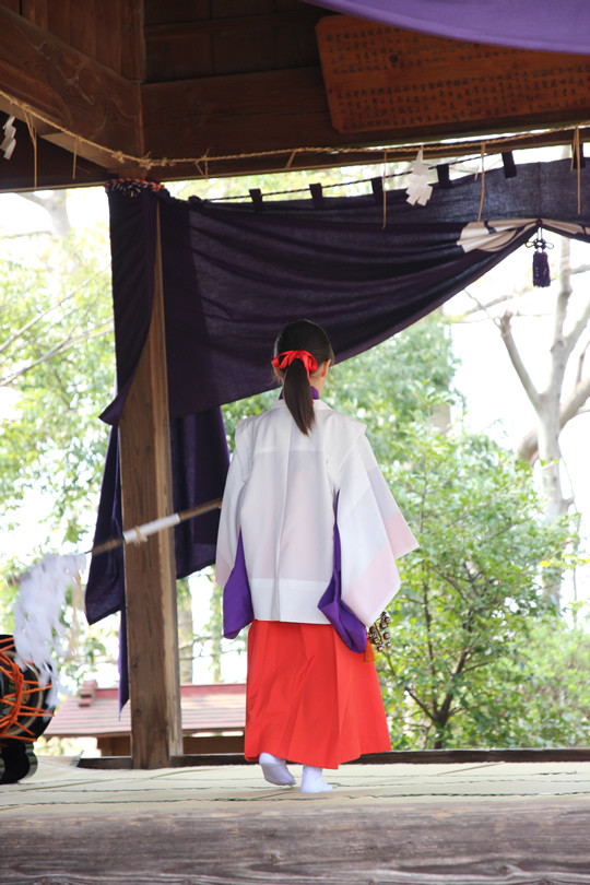 八甫鷲宮神社の端神楽