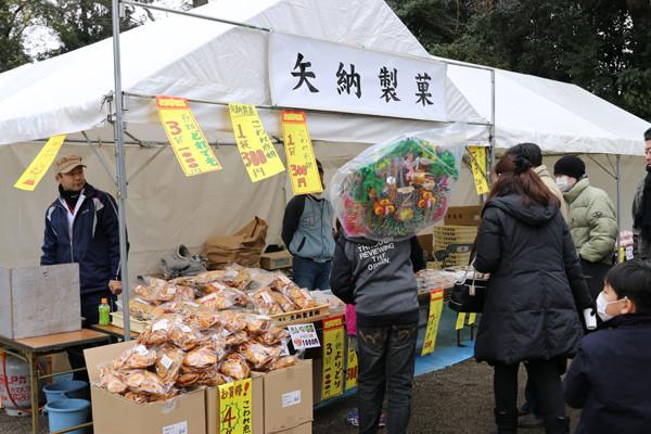 矢納製菓の煎餅販売 鷲宮神社2015年初売り