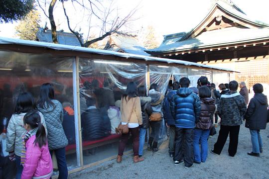 鷲宮神社祈祷控え室の混雑