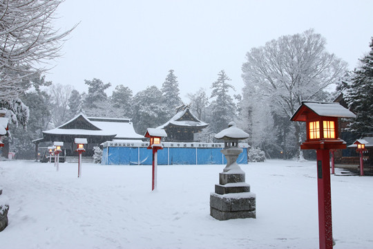雪の鷲宮神社 境内の様子