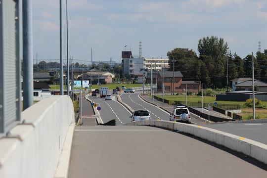 八甫跨線橋から見える鷲宮東中学校
