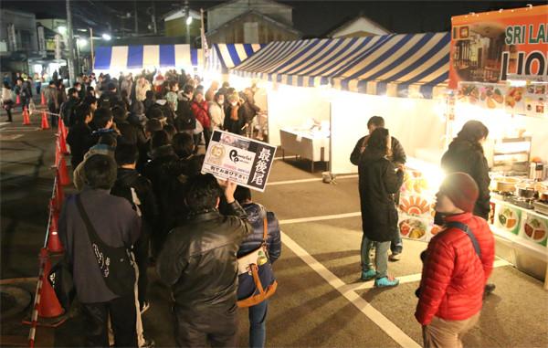 らきすたグッズ販売ブースの列4 鷲宮神社2015年初売り