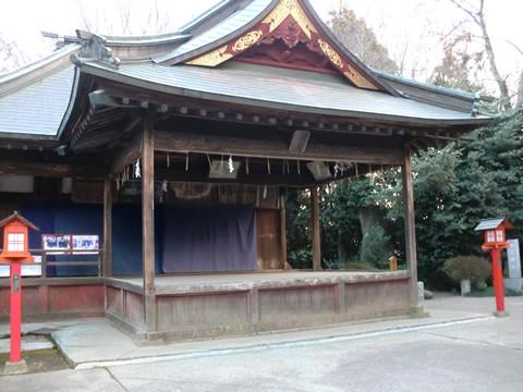 地震後の鷲宮神社神楽舞台