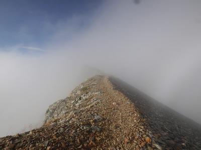 鑓ヶ岳への稜線