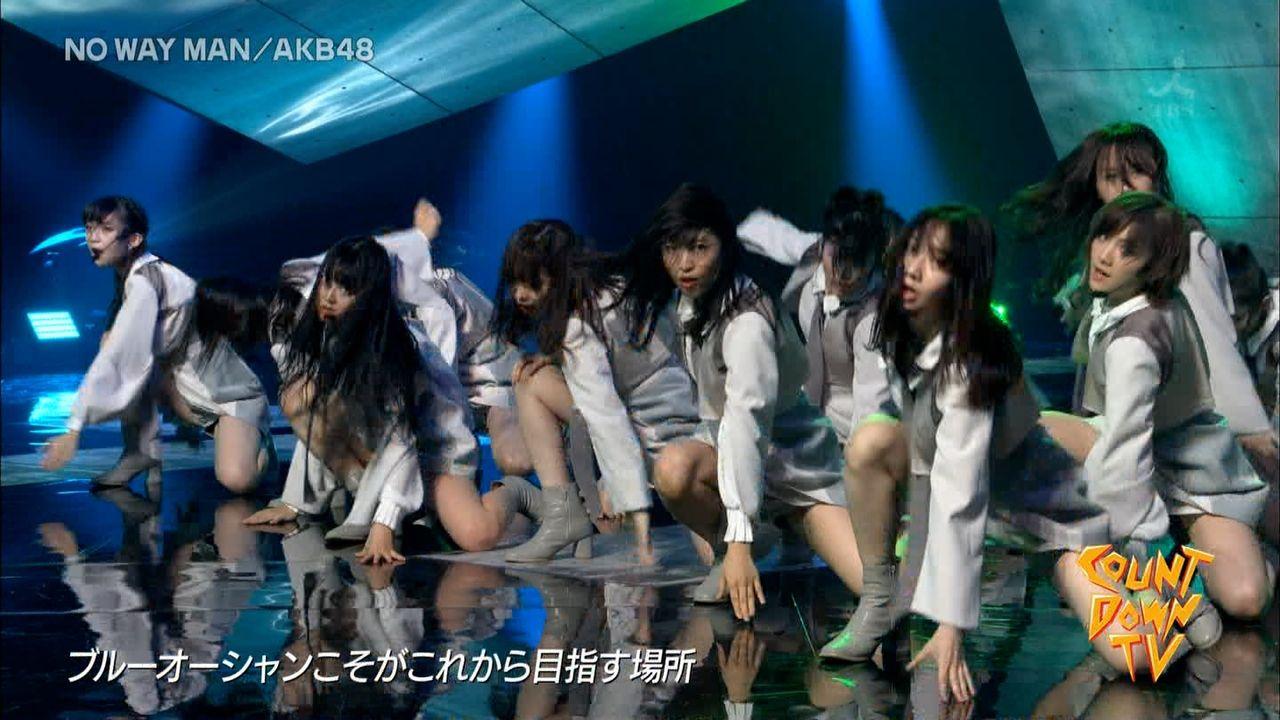 【話題】歌番組でAKB48のスカートの中身が鏡のような床に反射し映りこむ放送事故 視聴者大興奮