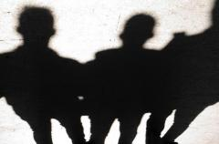 強制性交の疑いで事情聴取逮捕?3人組の超人気バンドメンバーとは