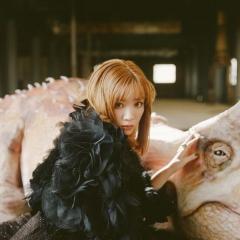永野芽郁、衝撃の金髪写真に賛否の声 「変な路線に行かないで」
