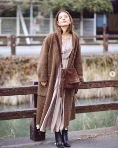 スザンヌ、バレンタインを意識したブラウンコーデに称賛の声