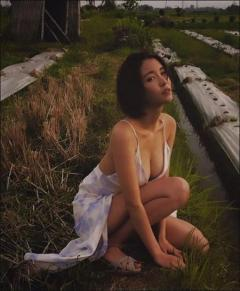 奈月セナ、Gカップ乳あらわなハイスペック美女が畑にポツンと…