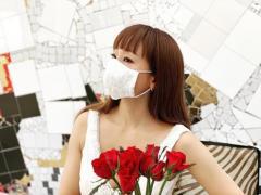 神田うの、シルクのマスク姿に冷ややかな声「金持ちアピールしないと気が済まない?」