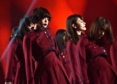 【紅白リハ】欅坂46「不協和音」で不穏な空気 平手がよろめき音響トラブルも