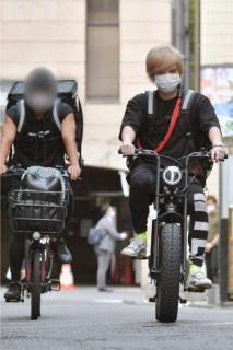 手越祐也がシングルマザー救済活動、自転車でお弁当を配達