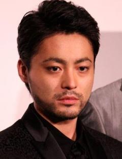 山田孝之が沖縄旅行したのは事務所の問題!? スターダストの過剰な「タレントファースト」