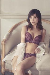 マジで綺麗!伊藤千晃が美しすぎるランジェリー姿披露!