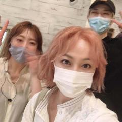 佐藤仁美、ピンクベージュの新髪色に大反響「TWICEみたい」